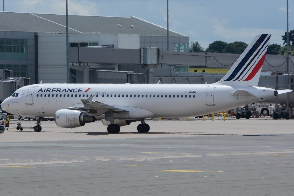 0 aircraft birmingham 20160701 f gkxm a320 air france 2 for Air france assistance chaise roulante